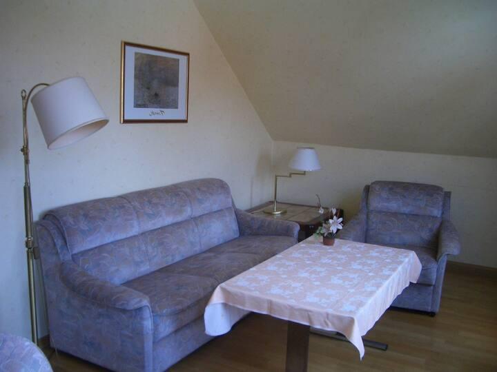 Möblierte 3Zi Wohnung. Bad, Küche, H6 - 2.OG