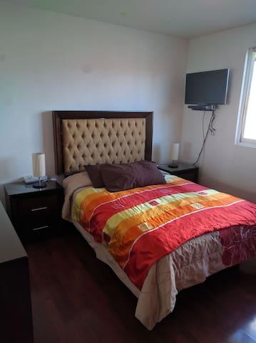 Comoda Habitation cama matrimonial - Santa Cruz Otzacatipan, Estado de México, MX - House