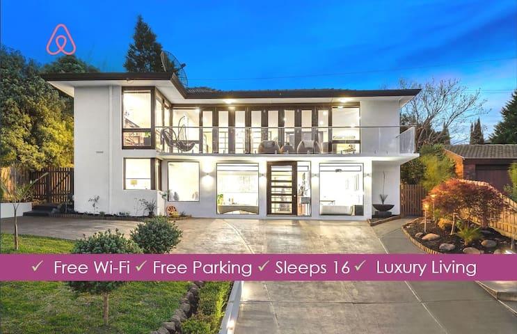 Stunning Views in Luxury Mansion! - Glen Waverley