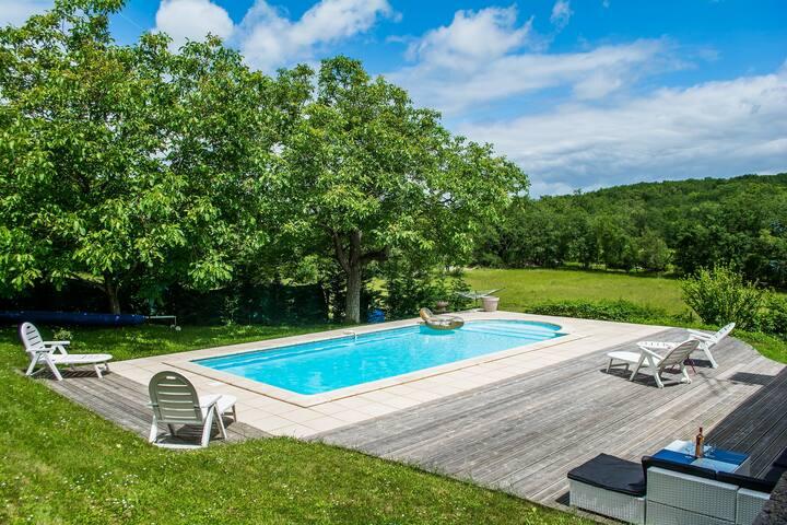 Quercynoise piscine chauffée par abris, wifi, jeux