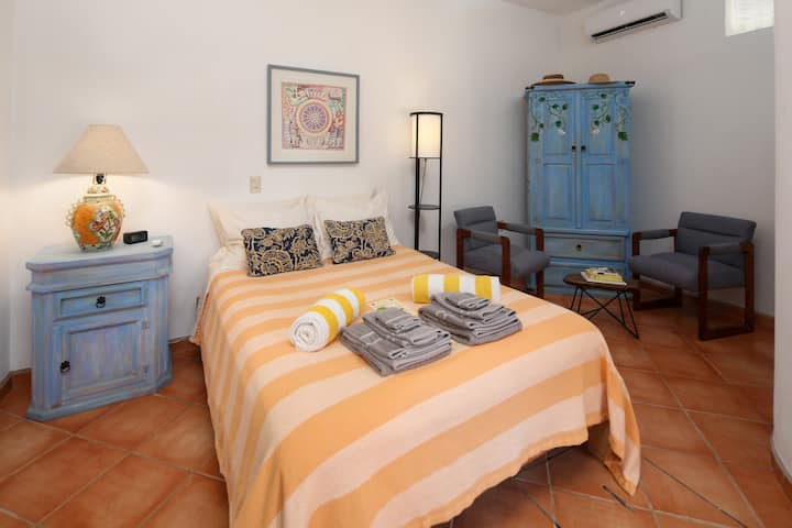 Hacienda Cereza small studio - pool, A/C, parking