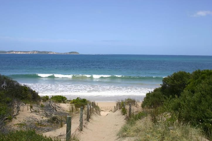 Nun's Beach get-away - Queenscliff - Huis