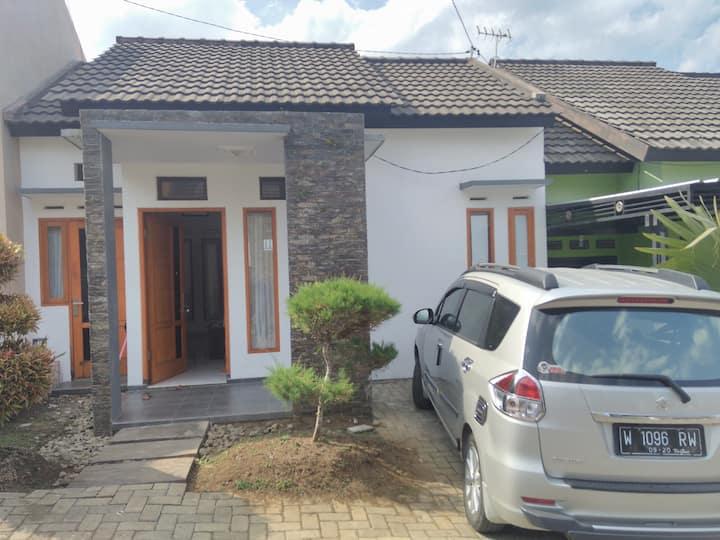 Wahyu home stay Batu Malang