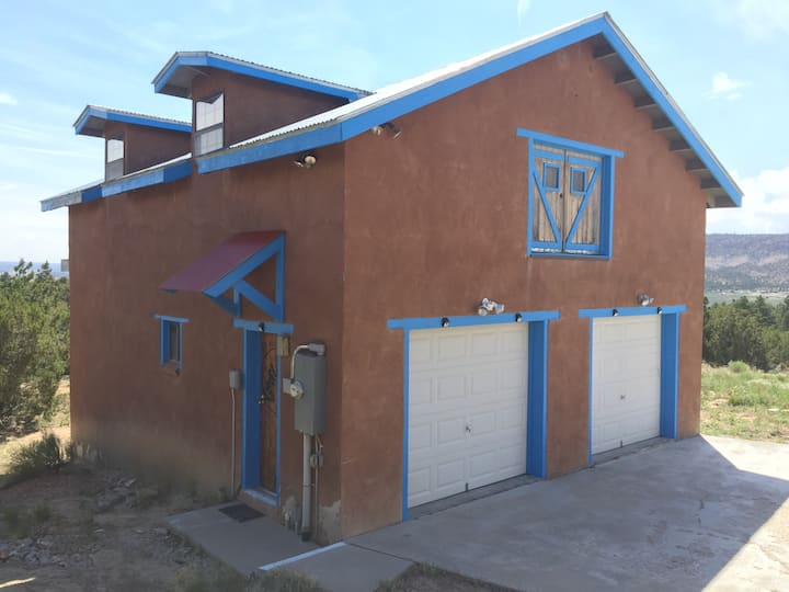 CUBA, NM ADOBE ROUND CASITA  (W/SEP STUDIO RENTAL)