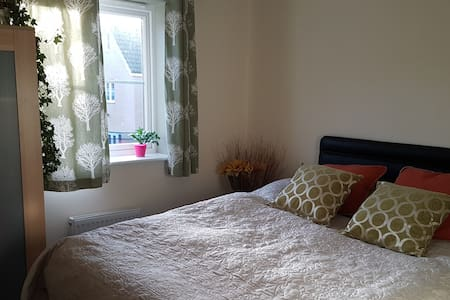 Double bedroom with own family bathroom & parking - Exeter