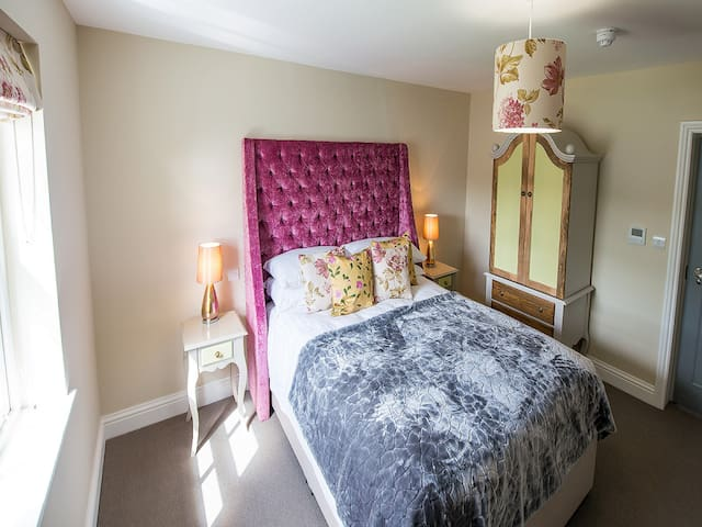 Broads View - Double En-suite Room