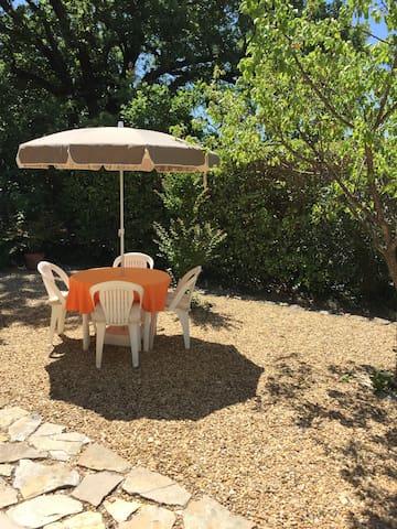 T1 en rez de jardin au coeur de la Provence