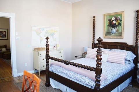CLEAN & Disinfected 1 BR Private Farmhouse