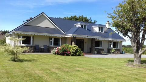 Triple room/en suite for Irish Guests Killarney