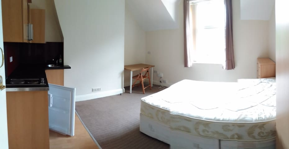 Modern studio apartment, close to Coventry Centre - Coventry - Wohnung