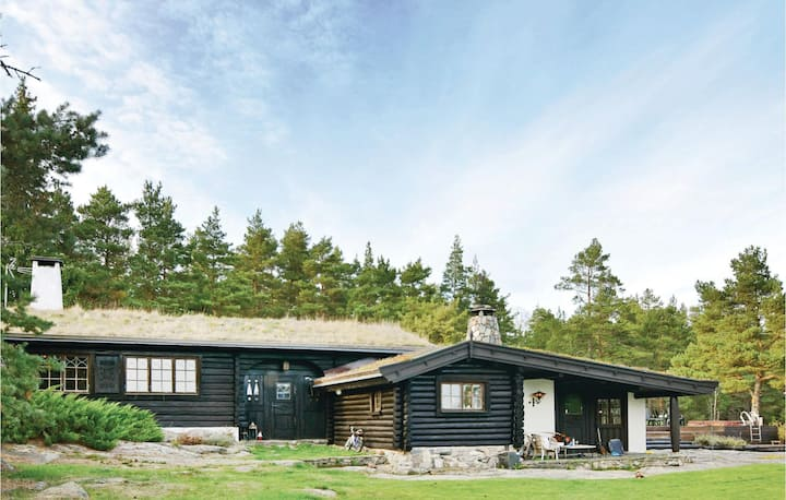 Holiday cottage with 4 bedrooms on 146m² in Hammarö
