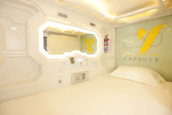 Yellow Capsule Hotel-Close to Airport-1 person