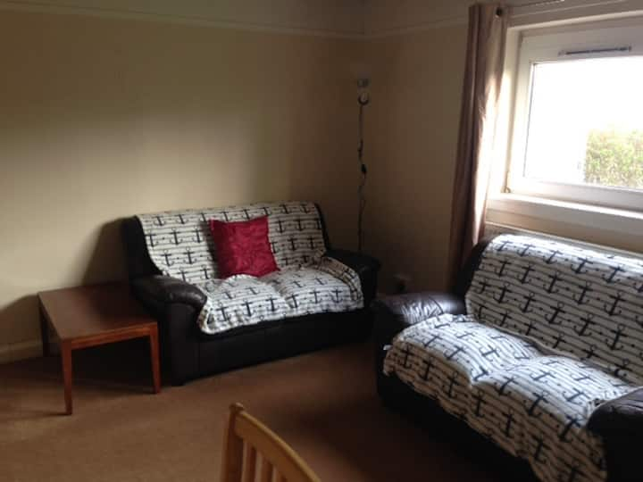 Double bedroom in Flat ground floor near beach