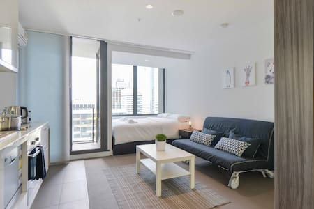 Cozy & Comfy CBD Apartment in FREE Tram Zone