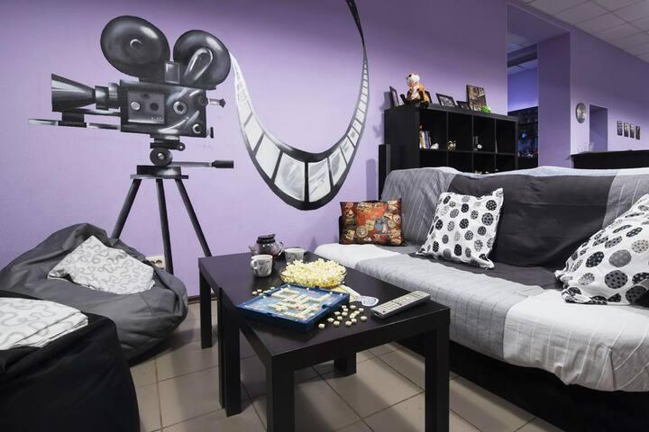 Трехместная комната в уютном Кино Хостеле