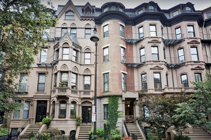 Charming Back Bay, Beacon St. Apt. w/ Private Roof