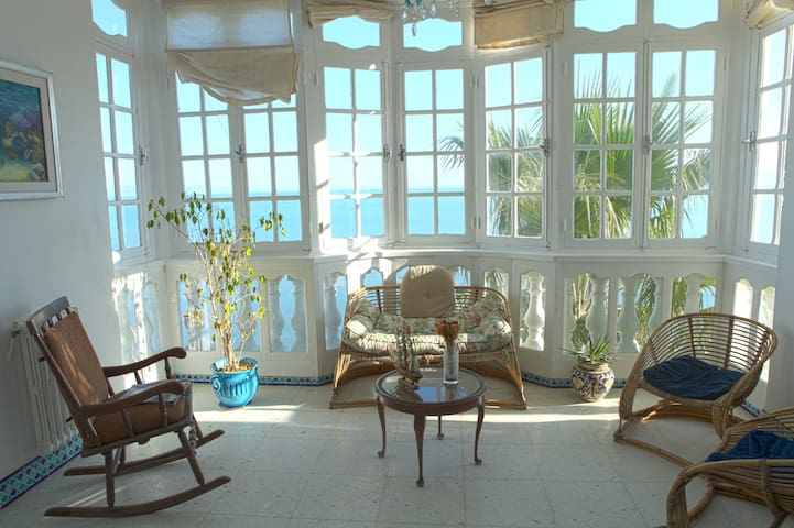 Large seafront apartment with stunning views - Картаж - Квартира