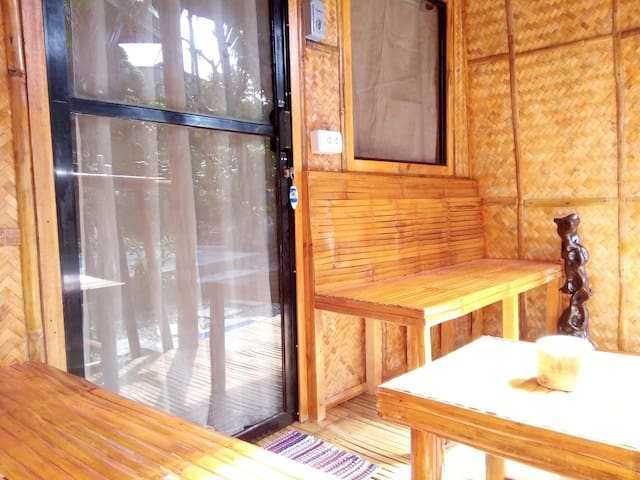 Eden Villa Balinese Twin Hut 900 meter from Stn 3 - Malay - Chata