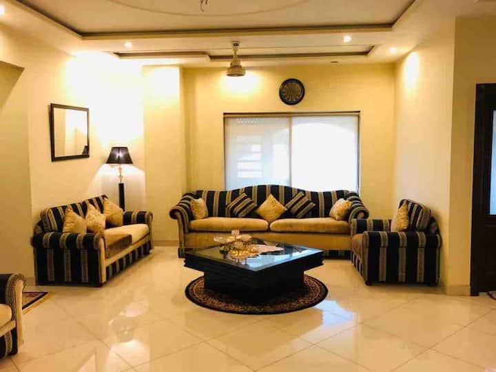 GRAND LUXURY APPARMENTS 135Shahjamal 2 nd floor F1