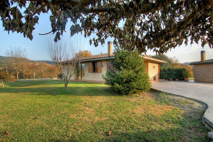 Casa amb piscina, tranquila i molt bones vistes - Vilanna - Hus