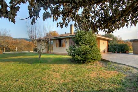 Casa con piscina, tranquila y muy buenas vistas - Vilanna - Hus
