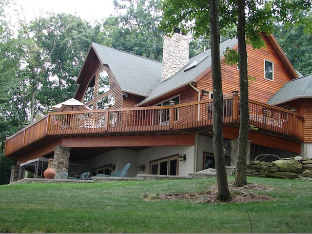 Lake Wallenpaupack Luxurious Lakefront - Lakeville