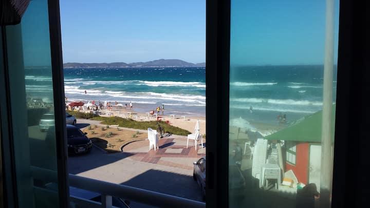 Duplex beira da praia do Peró vista mar