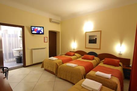 100 m. Central Station - Quadruple Room - Milan - Other
