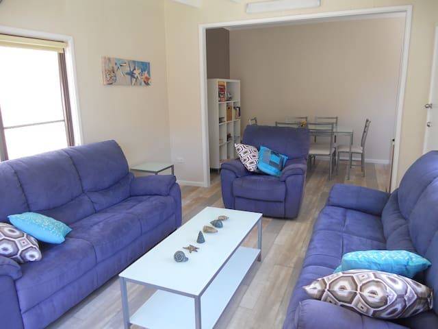 ShellharbourBeachCottage     Pet Friendly+On beach - Shellharbour - บ้าน