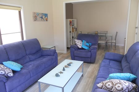 ShellharbourBeachCottage     Pet Friendly+On beach - Shellharbour - Hus