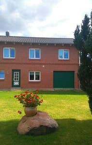 Modernes Haus auf dem Land - Barkhagen - Casa