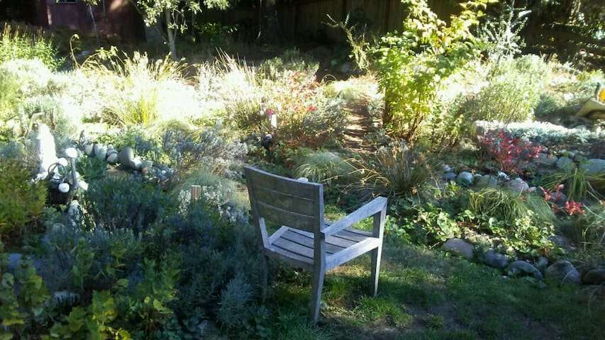 Peaceful Room in Healing Arts Center with Gardens - Suquamish - Talo