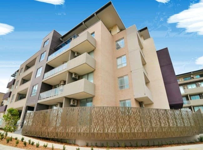 Great New Apartment with pool & gym - Homebush West