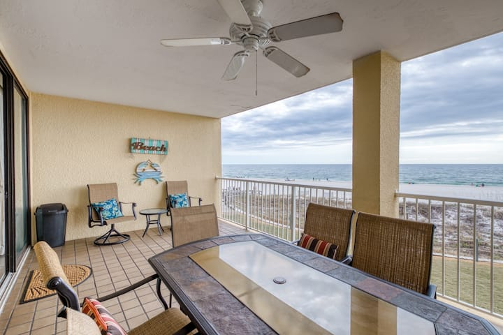 Gulf front condo w/ shared pools, hot tub, & tennis - snowbirds welcome