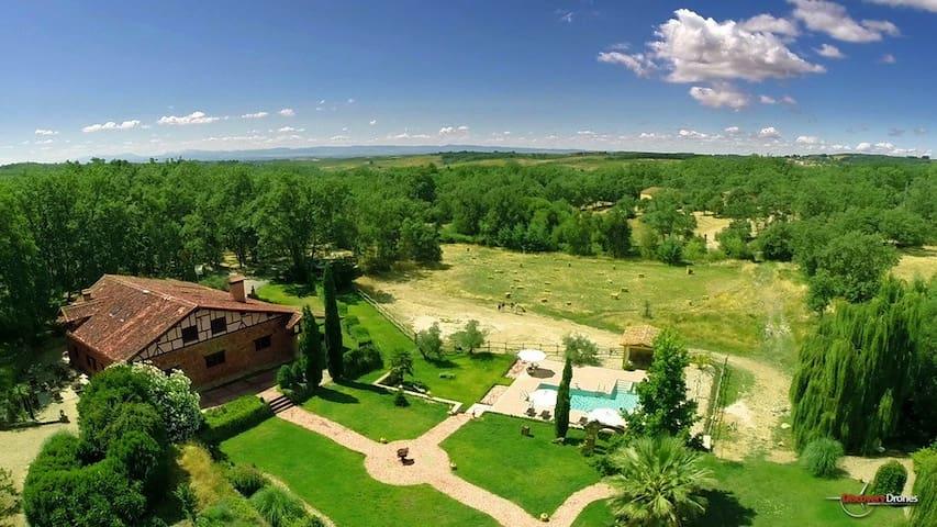 Villa de lujo y encanto en La Vera. Piscina