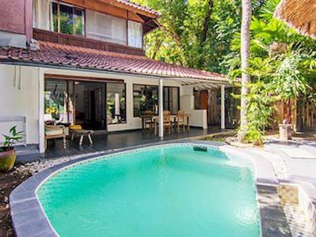 Villa @ Seminyak Beach with Pool - Seminyak - Hus