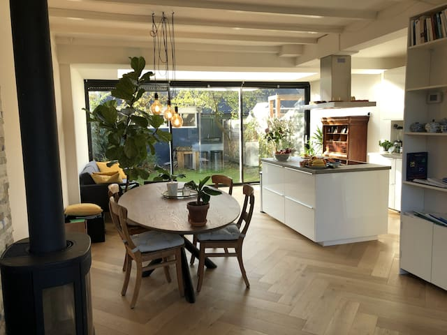 Charming house close to centre of Utrecht!