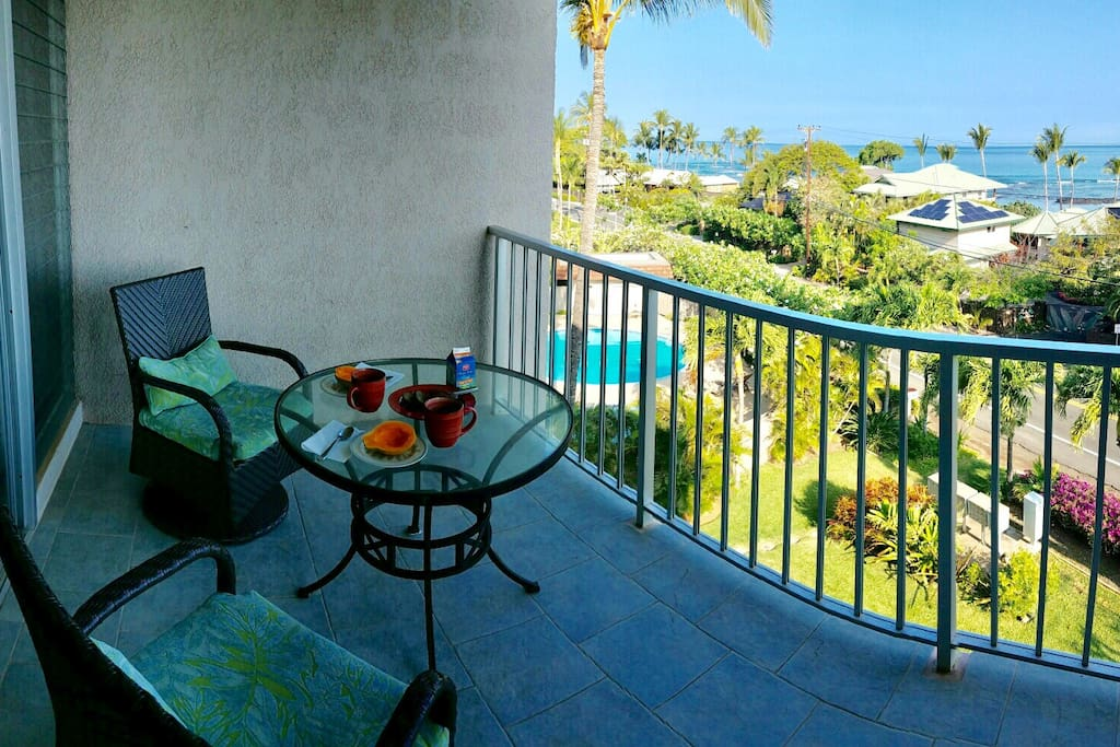 The main lanai is the perfect place to relax & enjoy breakfast!
