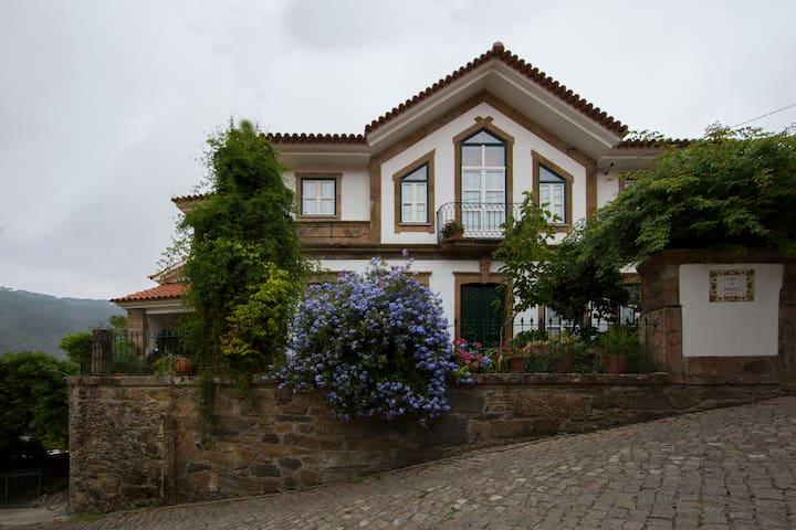 Casa da Nogueira-Turismo Rural - Canadelo
