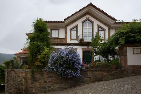 Casa da Nogueira-Turismo Rural - Canadelo - 自然小屋