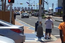 close proximity to Wildwood Sign