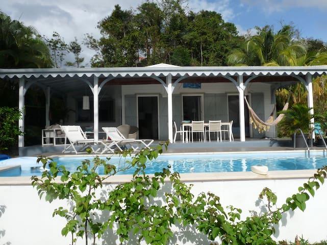 Maison avec piscine privative ,vue mer .