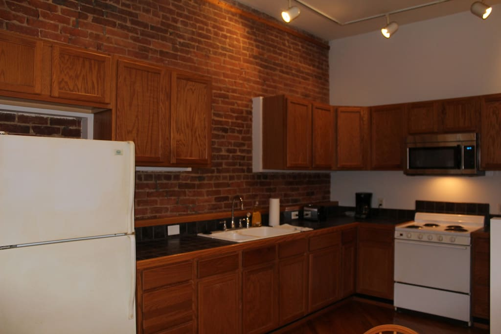 Full sized kitchen with all appliances and cookware