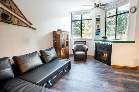 Whistler Studio with pool and hot tub