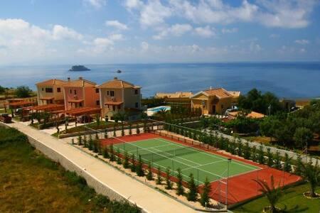 Villa Vardiola -- The real Harmony - Argostolion