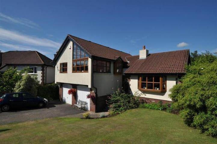 Beautiful 4 bedroom villa in serene settings! - Largs - Haus