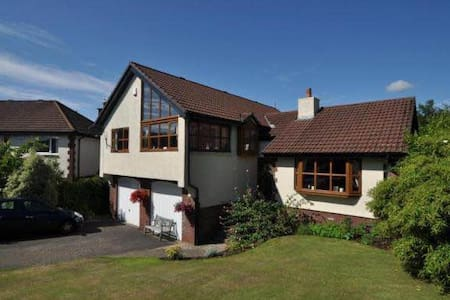 Beautiful 4 bedroom villa in serene settings! - Largs - Hus