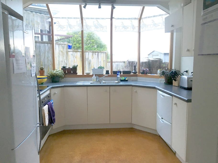 Modern kitchen you can use.