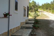 Driveway-last 100 meters unpaved road, but you can approach with a car