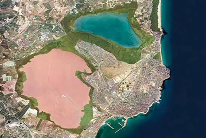 Torrevieja, salinas y puerto
